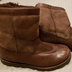 Never worn Ugg 12 Boots